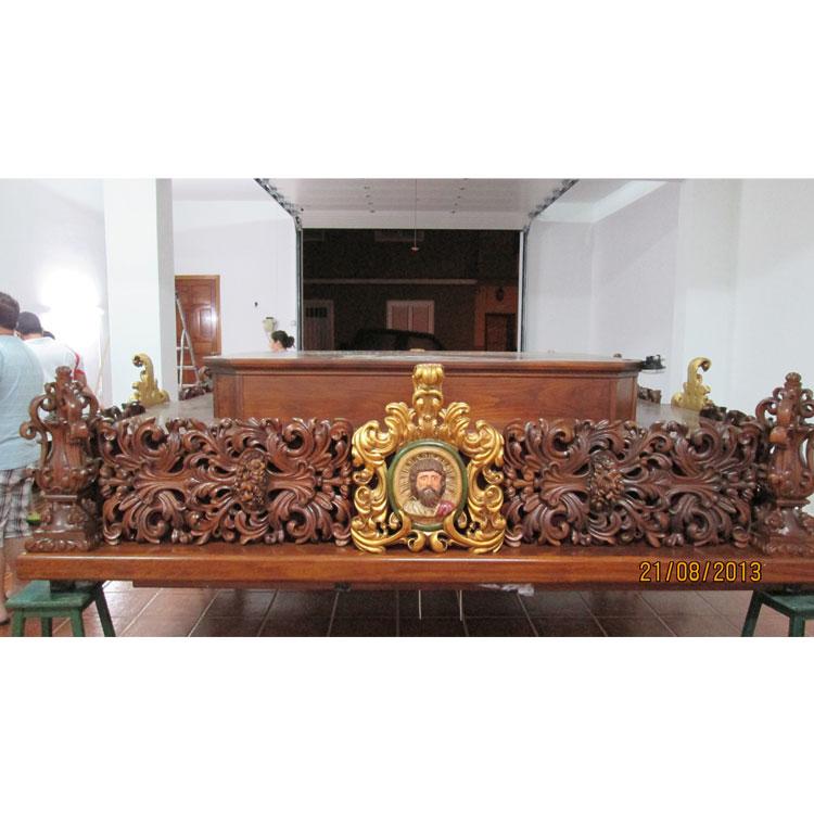 Paso de madera tallada