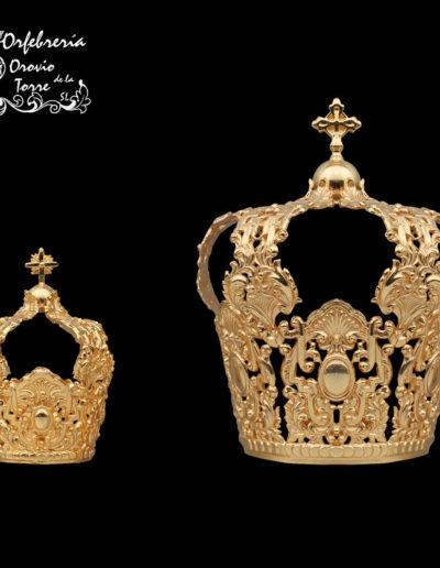 Coronas (cestillo) de 9 y 5 cm.