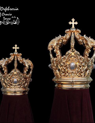Coronas (cestillo) de 9 y 6 cm.