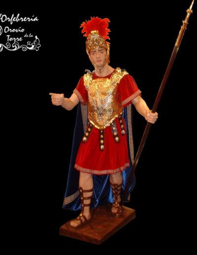 Romano con coraza delantera casco y lanza